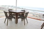 Стол,произведен от бамбук за плаж и басейн