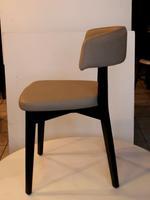 букови дървени столове с модерна визия
